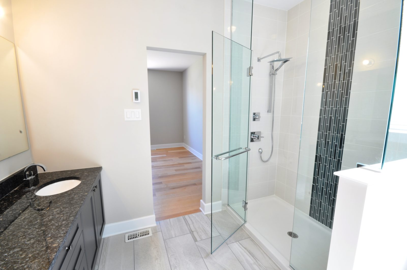 Bathroom Rosemere by Phoenix Homes