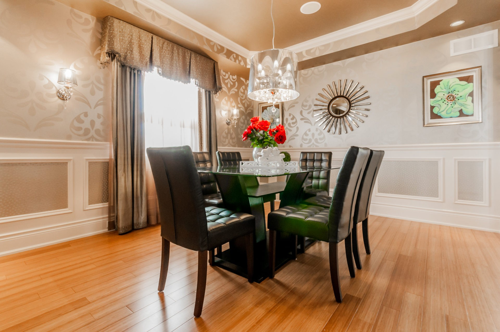 Platina Dining room area by Phoenix Homes