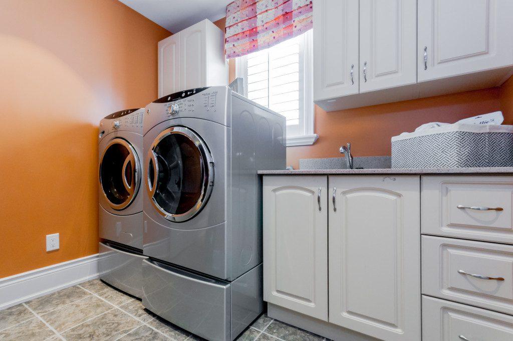 Platina laundry area by Phoenix Homes