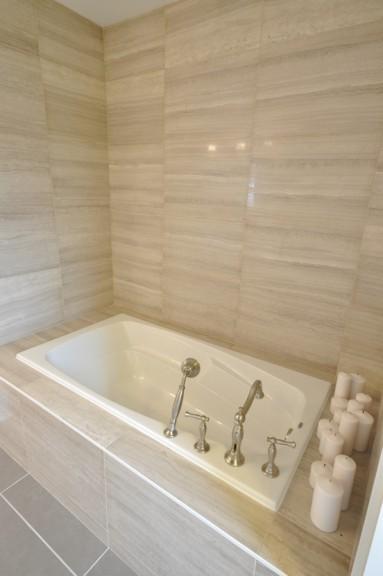 Fairmount Bathroom Standup Shower and Soaker Tub