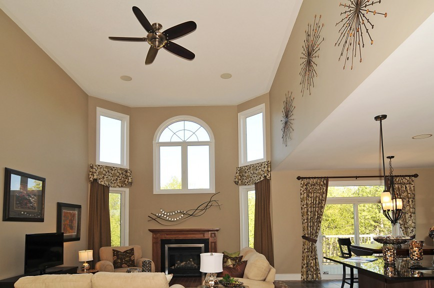 Cartesian 16-Foot High Ceiling Room