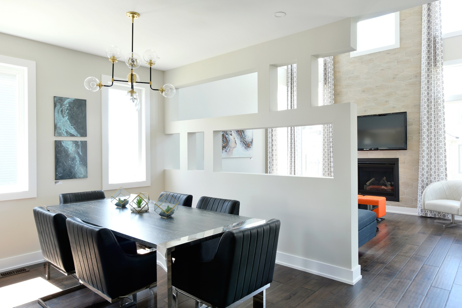 Strathmore modern dining room area by Phoenix Homes
